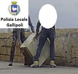 Abbandono rifiuti a Gallipoli
