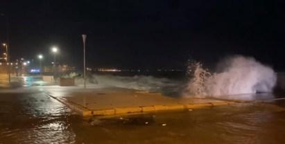 Gallipoli, il mare invade la Giudecca