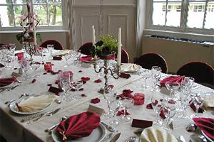 Imagini pentru imagini cu mese întinse