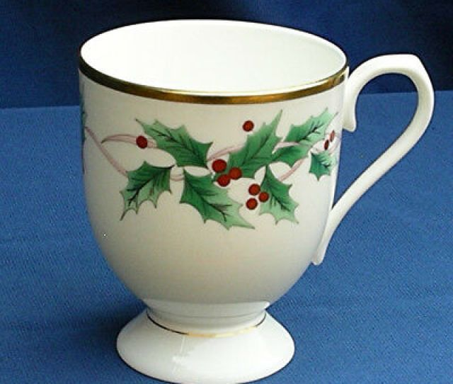 Mikasa Ribbon Holly Xmas Mug Tall Bone China Footed Coffee Cup Caf Japan Rare