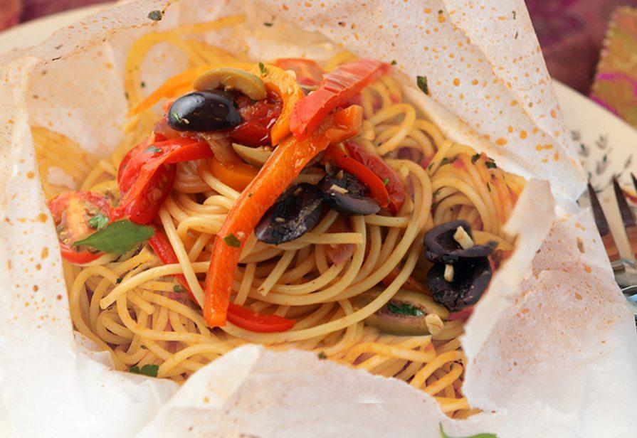 Spaghetti al cartoccio vegetariani