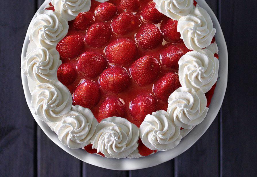 Torta pasticcera alle fragole