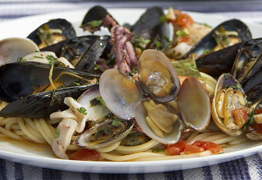 Spaghetti vongole e calamaretti