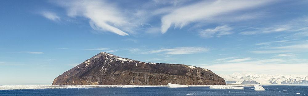 Il promontorio di Capo Adare, situato nella parte più settentrionale della terra della regina Victoria in Antartide (Foto di Andrew Peacock/Getty Images)