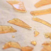 Le schegge di vetro commestibile di zucchero