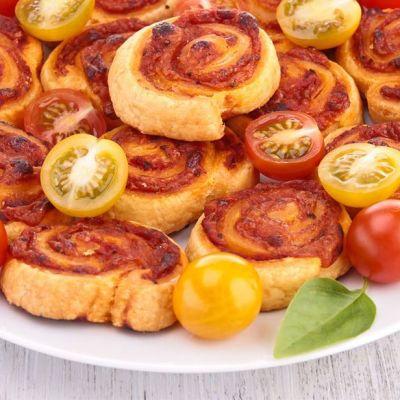 Girelle di sfoglia alla pizza