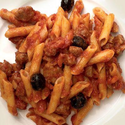 Penne alla salsiccia e olive