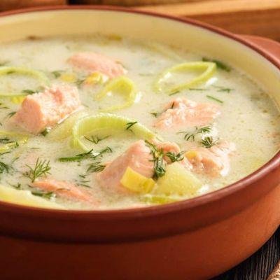 Zuppa di patate e salmone