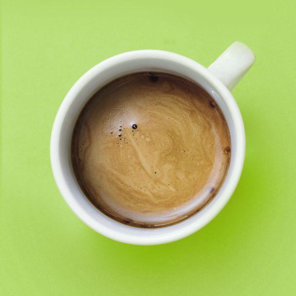 Offrici un caffè