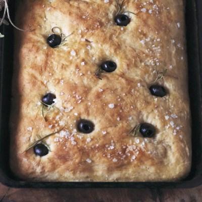 Focaccia semi integrale alle olive