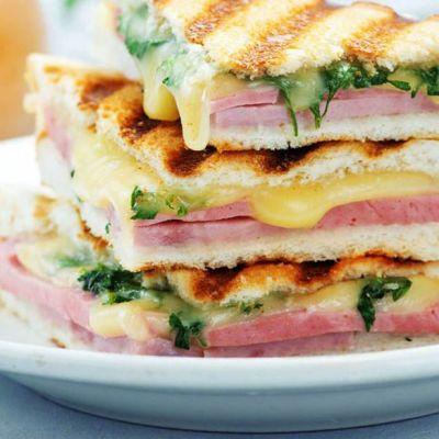 Toast filante agli spinacini