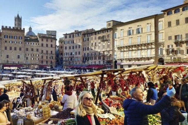 Il mercato nel Campo