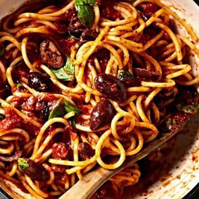 Spaghetti alle olive piccanti