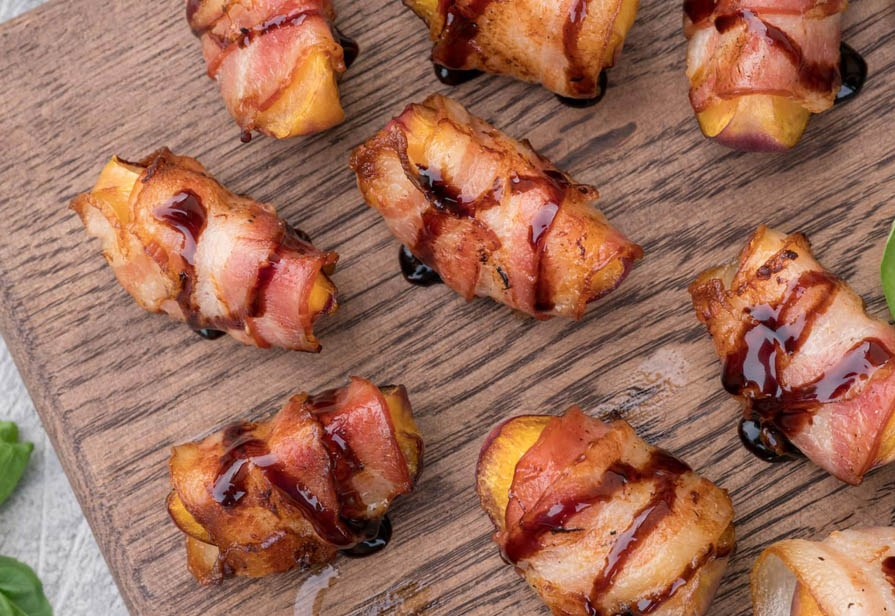 Involtini di pesche e bacon