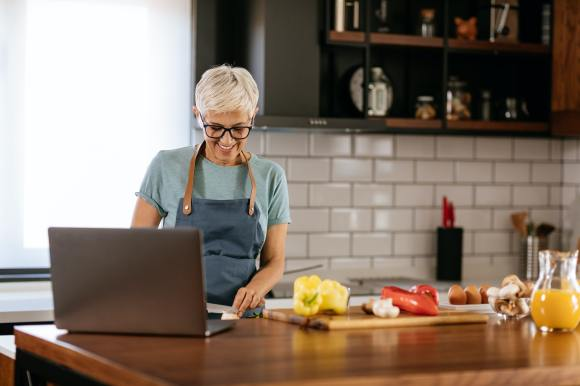 Stories sales funnel: a mom cooking at home is an example of a buyer persona