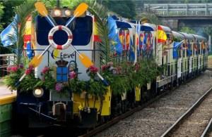 El tren fluvial en su camino hacia la meta situada en Ribadesella