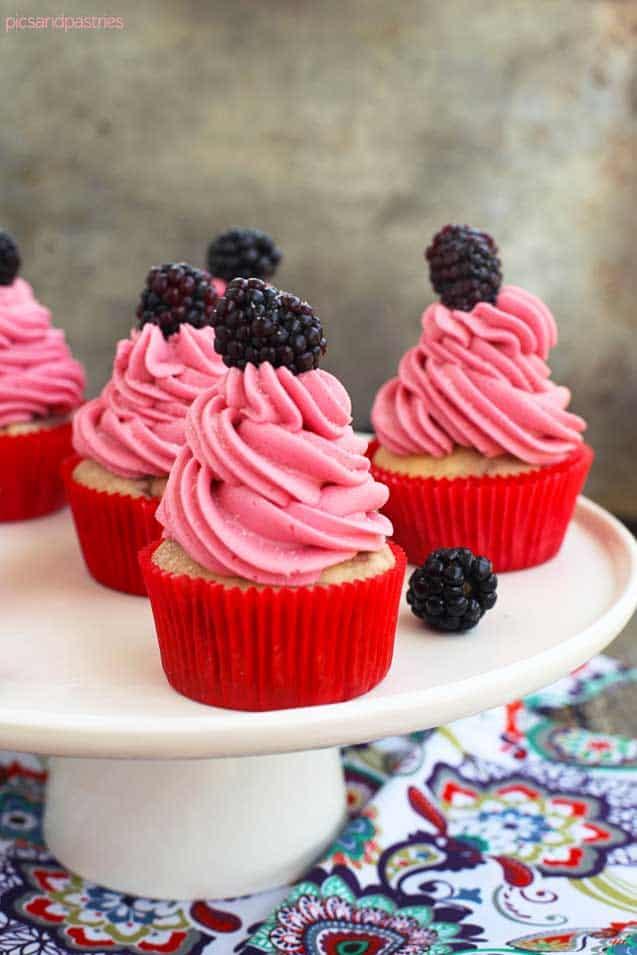 blackberry buttermilk cupcakes