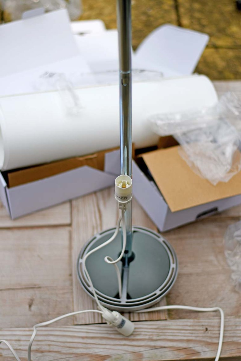 Assembling the IKEA Vidja floor lamp