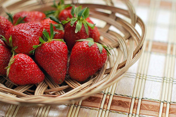strawberries color photo