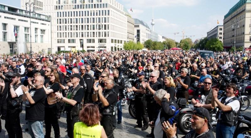 Abschlusskundgebung Biker Union