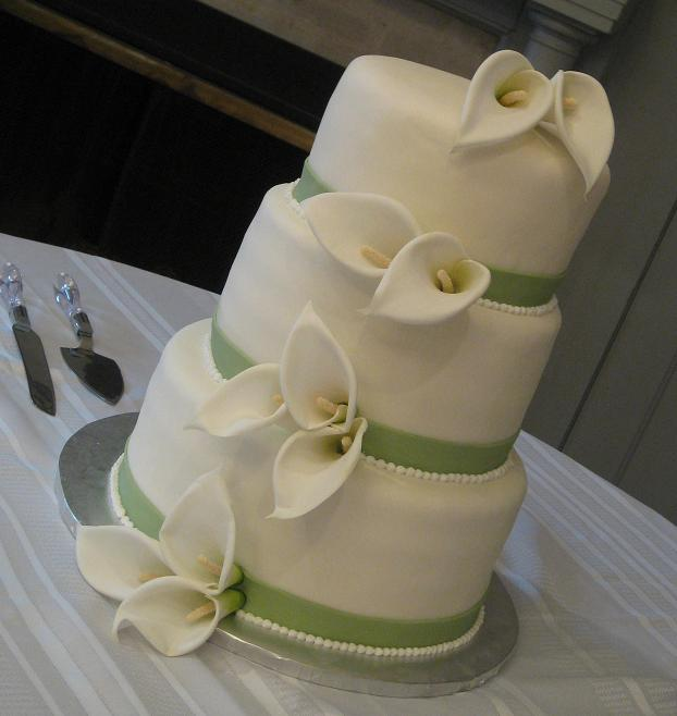 How to Make a Wedding Cake Written and Video Instructions Straight Level wedding cake flowers image  Here are the how to make