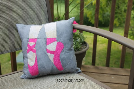Pieceful Monday - gift pillow - piecefulthoughts.com