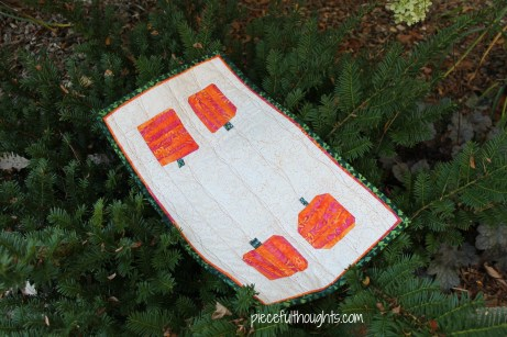 Tropical Pumpkins - mini quilt - piecefulthoughts.com