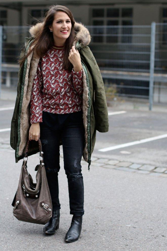Wintermantel von Bomboogie und roter H&M-Trend Pullover