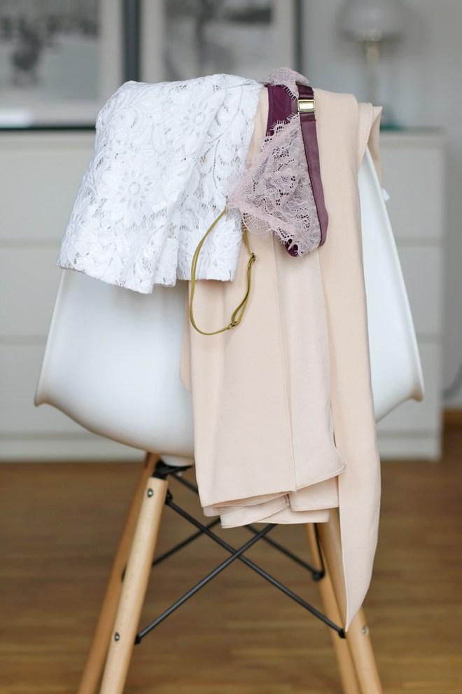 Frühlingsoutfit mit weißer Spitze und rosa Culotte