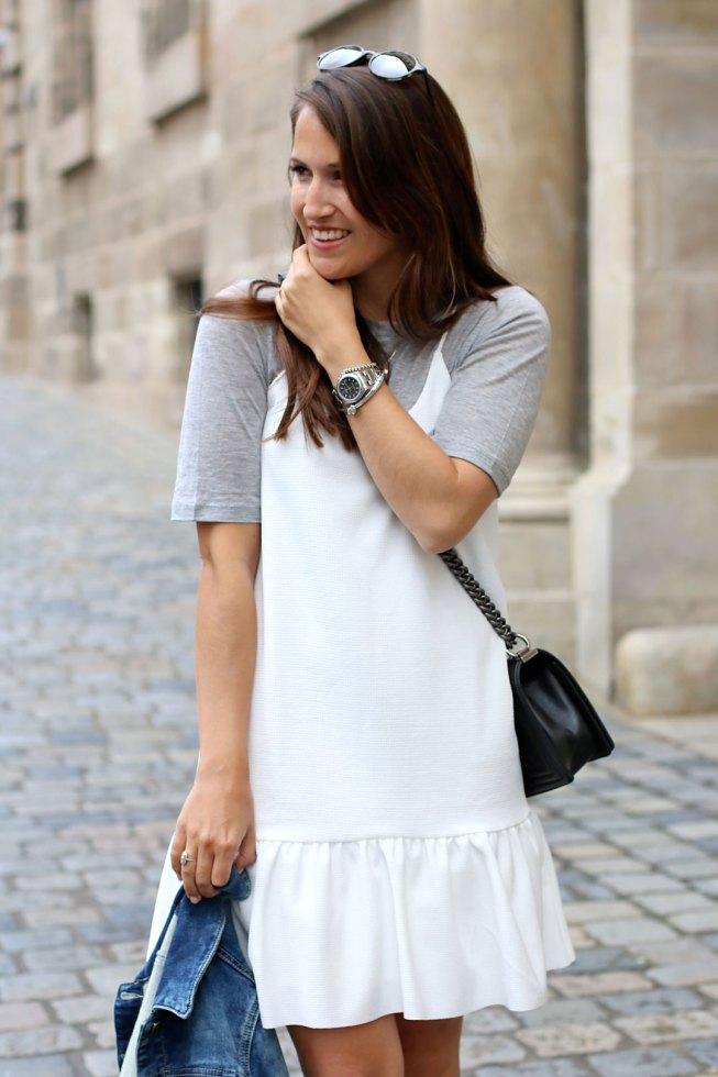Alltagslook mit Slip Dress und T-Shirt