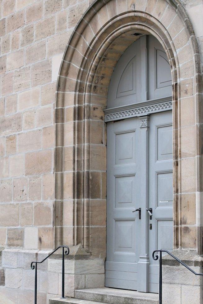 Hellblaues Eingangstor Dinkelsbühl