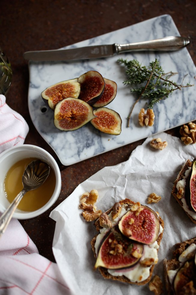 Ofenbrot mit Feigen, Ziegenkäse und Honig