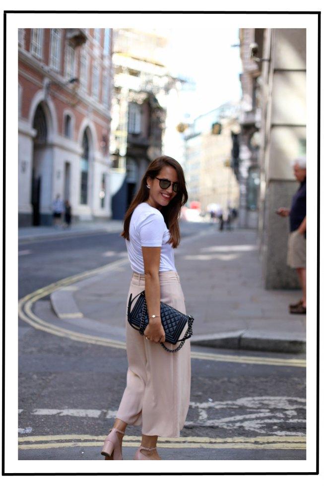 London Streetstyle // Ganni Linfield T-Shirt mit Pfirsichen