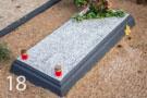 Daļēji slēgta betona kapu apmale ar graudiņiem