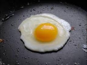 huevo-frito-con-poco-aceite