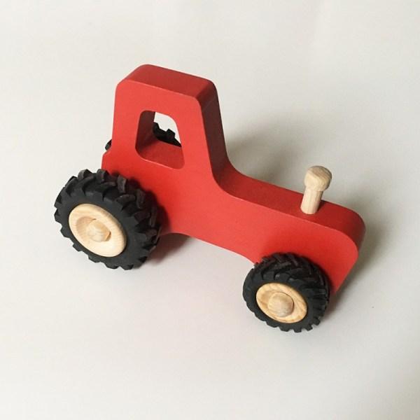 joseph-le-petit-tracteur-en-bois