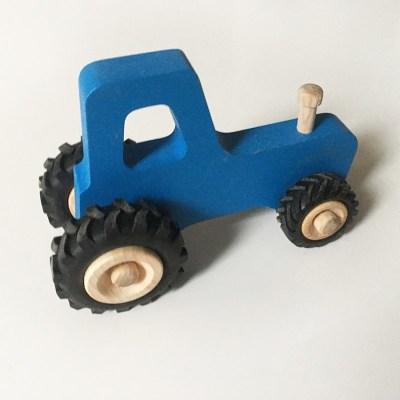 joseph-le-petit-tracteur-en-boisE