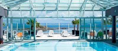 piscine de la résidence Pierre et Vcances Premium Le Coteau et la mer a Treboul