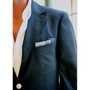 erkek ceket mendil 300x300 Erkek giyimde , akıllı kıyafetler,elbiseler, geliyor