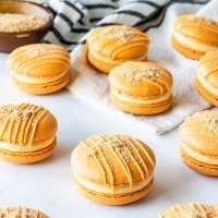 Pumpkin Cheesecake Macarons (plus video)