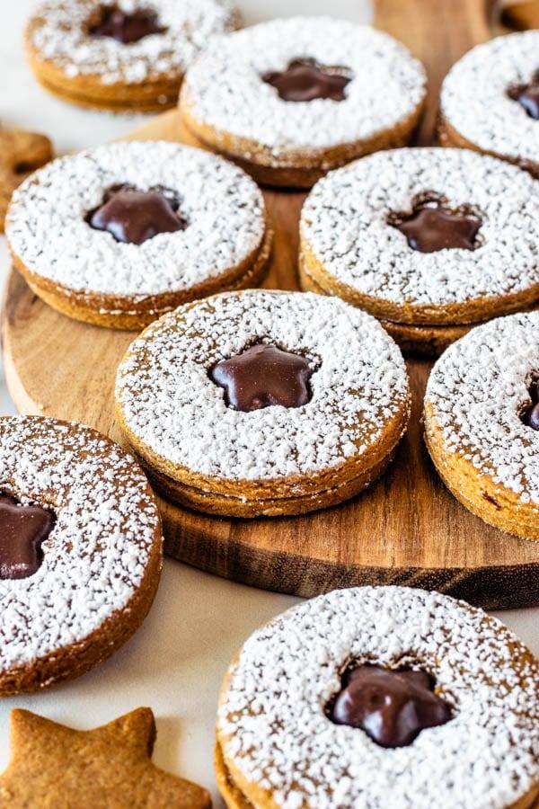 vegan gingerbread cookies with fudge filling