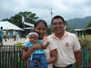 Gabriela con la figlia ed il marito anche lui educatore AEDI
