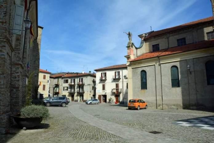 monastero bormida piazza castello
