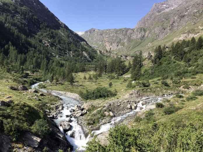 paesaggio montagna fiume