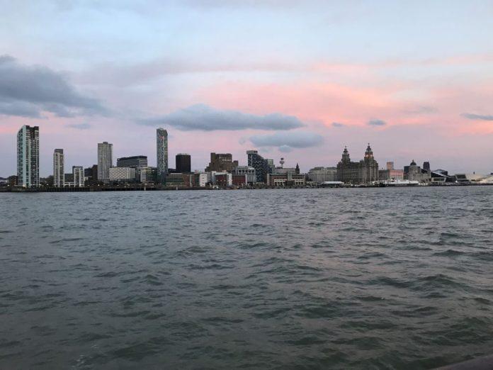 skyline città tramonto