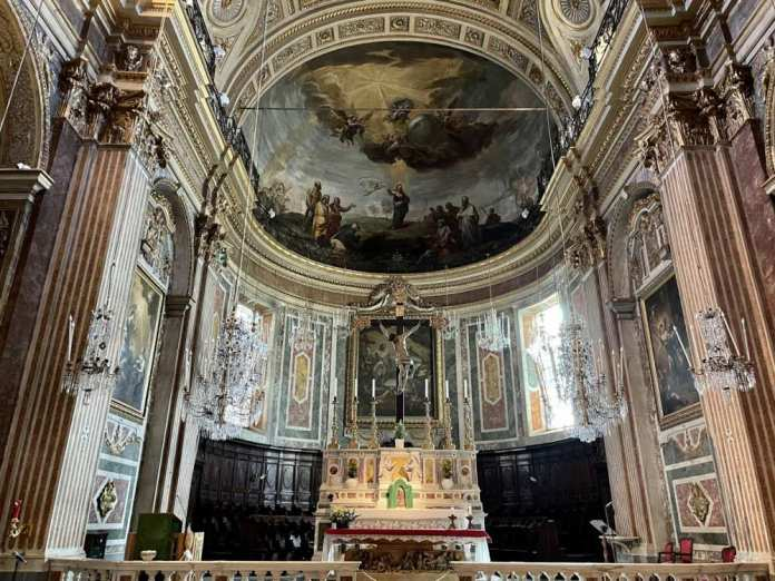 interni chiesa santissima trinità