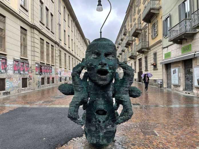 statua eco torino