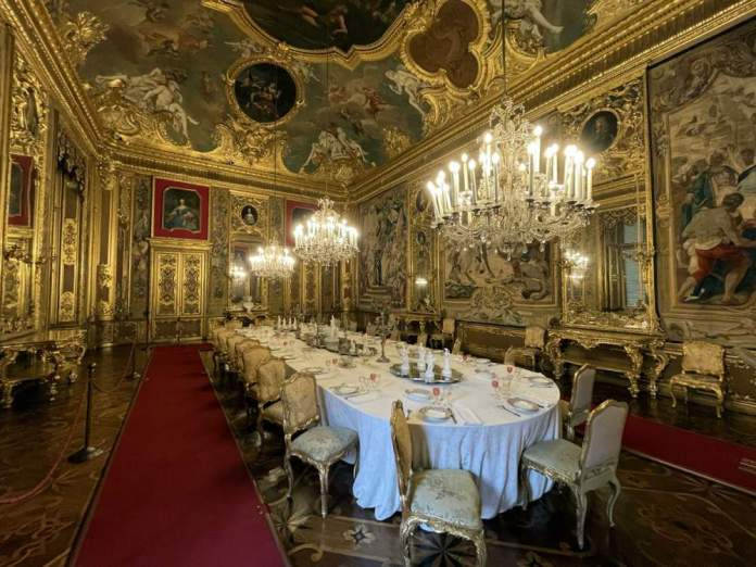 sala pranzo palazzo reale