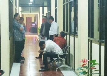 Kabid Humas Polda Sulsel, Kombes Pol Dicky Sondani berjanji dalam pekan ini sudah akan mengumumkan tersangka kasus dugaan korupsi pada dua dinas di Pemkot Makassar.
