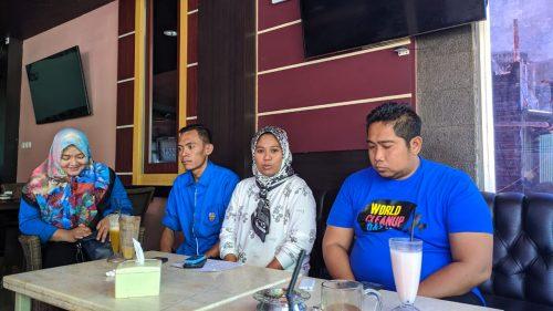 Dina, Ketua Panitia Festival (tengah) bersama Ketua KNPI Parepare  Asy'ari Abdullah dan sejumlah pengurus KNPI Parepare. --ist--
